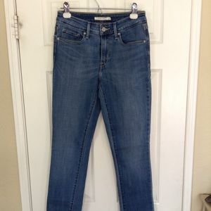 Levi's Classic Mid Rise Skinny Jeans, size 4